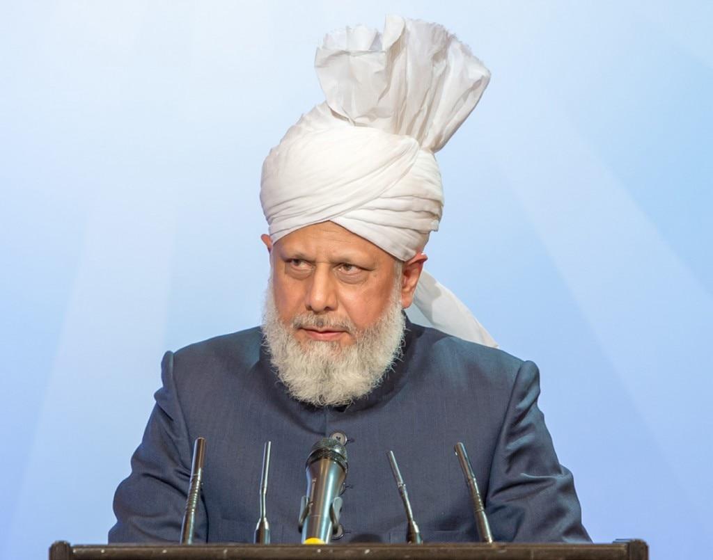 Hazrat Mirza Masroor Ahmadaba, Head of the worldwide Ahmadiyya Muslim Community delivering the keynote address entitled 'Muhammad - A Messenger of Peace'