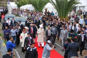 His Holiness ariving at the Taha Mosque.