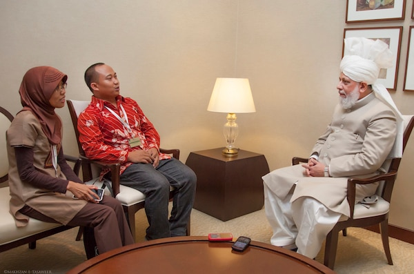 Journalists from Indonesia meet His Holiness.