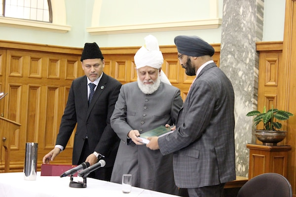 Kanwaljit Singh Bakshi MP being gifted a Holy Qur'an by His Holiness.