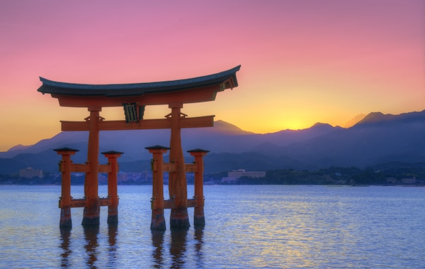 Symbol of Shintosim, the Floating Otorii gate at Miyajima, Japan. © Sean Pavone | shutterstock.com