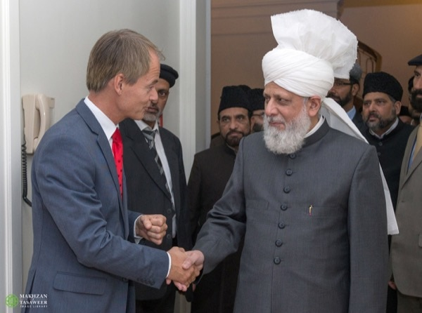 Harry van Bommel, Dutch Parliamentarian and Deputy Chairman of the Standing Committee for Foreign A airs, meeting His Holiness. © Makhzan-e-Tasaweer