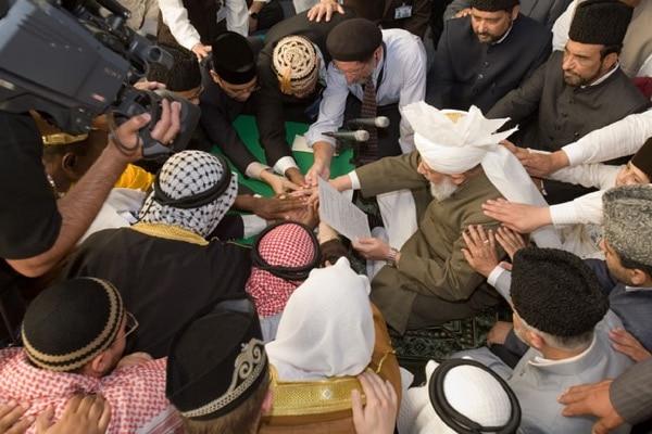 International Bai'at (Oath of Allegiance) Ceremony at the hand of Hazrat Mirza Masroor Ahmadaba.