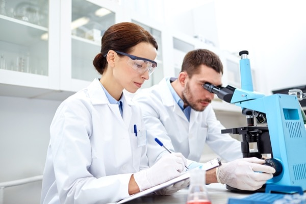 Hazrat Khalifatul Masih IIra predicted that if Russia didn't start recognising those with intellectual and scienti c merits, it would lose those individuals to other countries who were willing to recognise their talents. Syda Productions | Shutterstock.com