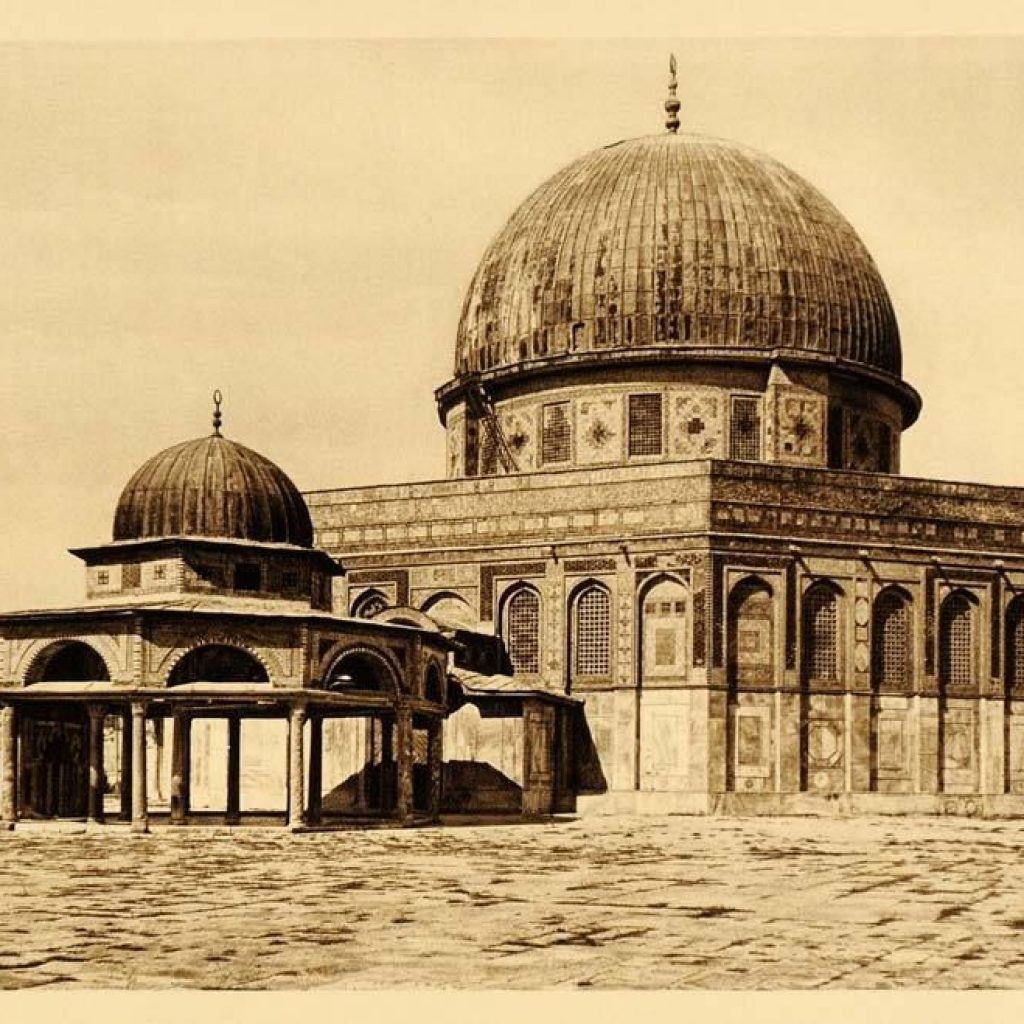 Historic image of the Umayyad Dome of the Rock Mosque, which also employed the trefoil arch technique