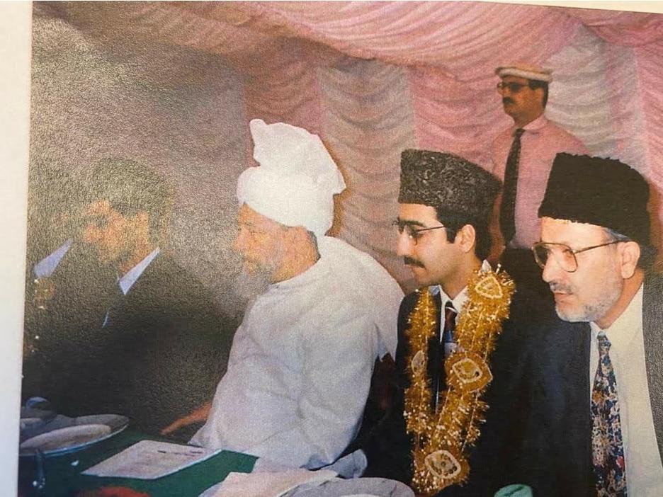 The Wedding Reception of the author (Munavara Ghauri) and Walima Reception of her brother, Fareed Khan, Hartlepool, 1995. (L-R Fareed Khan, Hazrat Khalifatul Masih IV (rh), Dr Saboor Ghauri, Dr Hameed Khan)